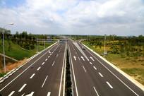 漂亮的现代公路