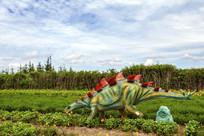 绿色吃草恐龙雕塑