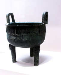 西周时期的三足青铜鼎