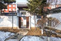 中国传统建筑小门雪