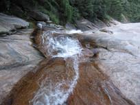山谷流水风景