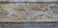 绕颈的龙纹石刻-雕刻艺术