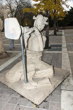 吹号的女子雕塑