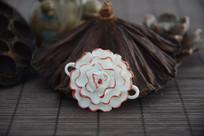 红色陶瓷花朵