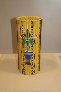 黄釉堆花莲升三级仿简册帽筒