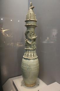 青白釉盘龙十二生肖堆塑瓶