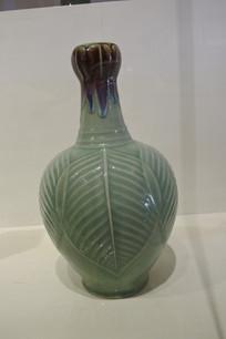 叶子陶瓷花瓶