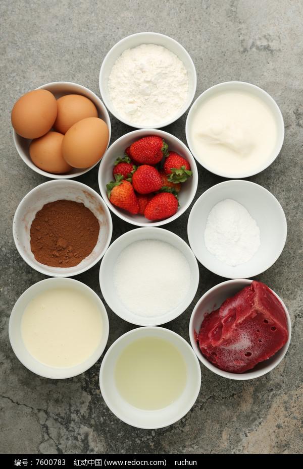 草莓慕斯蛋糕食材图片