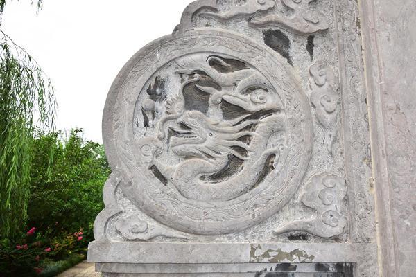 中国元素龙纹雕饰-圆形石雕