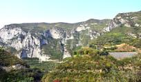 巍峨的山脉自然景观