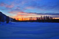 雪原朝阳风景