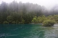 云雾中的山水