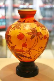 玻璃工艺品红色花纹大肚瓶