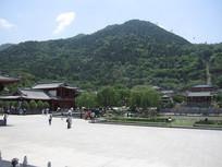 蓝天白云高山风景图片