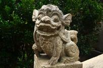 凶猛的石狮子雕像