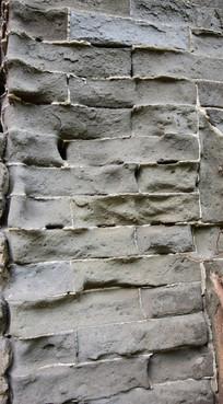 岁月腐蚀的青砖墙表面纹理