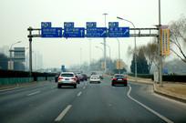 雾霾中的北京南二环