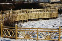 制作精美的公园木桥木栈道