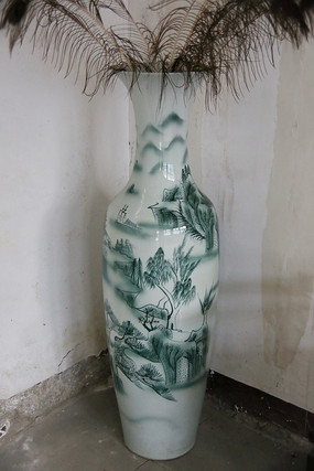 白地绿彩山村纹大花瓶