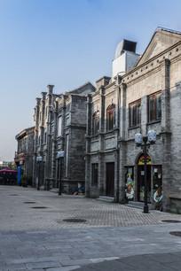 空旷的复古商业街
