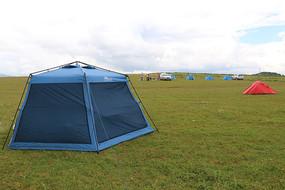 蓝色的户外大帐篷