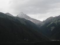 朦胧的山峰自然风景图片