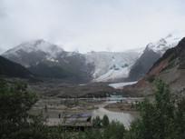 朦胧的雪山风景图片