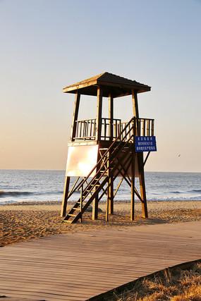 海滩木制瞭望台