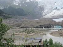 湖泊雪山风景图片
