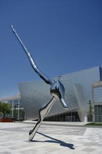 美术馆广场雕塑