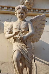小男孩天使雕像