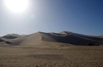 阳光下的沙漠