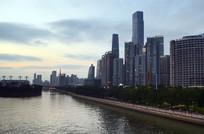高楼大夏沿江建筑图片