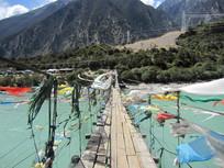 湖泊山水木桥建筑图片