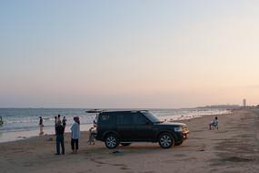 夕阳下的金色沙滩