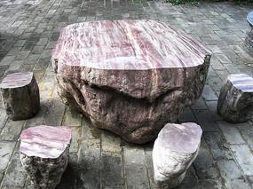 红色石头休闲桌椅