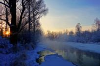 冰雪河流朝阳风景