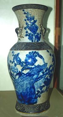 梅花枝上的孔雀-花瓶