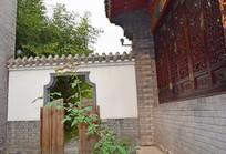 古建筑的后院偏门