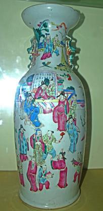 古装人物装饰的瓷器-花瓶