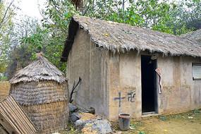 农村的茅草屋