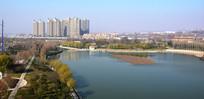 秋季的城市公园景观