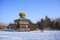 俄罗斯风格建筑雪地蓝天