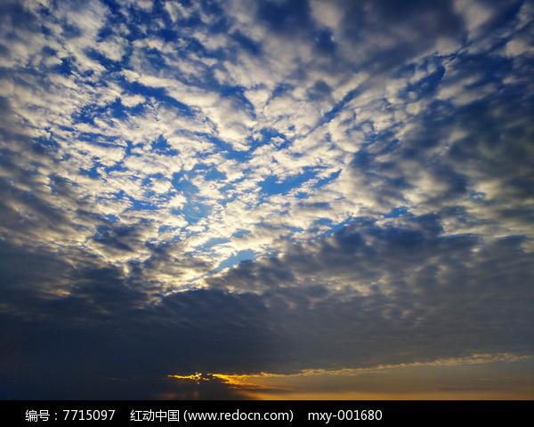 蓝天云层夕阳图片