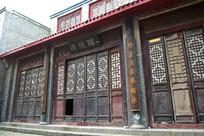 老式店铺木质门窗图片