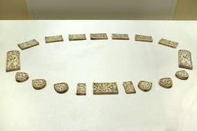 明代象牙镂雕带板