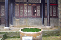 土木老建筑和大水缸