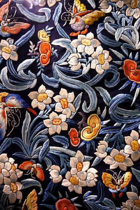 缎绣花鸟纹图