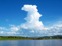 额尔古纳河河岸村庄风景