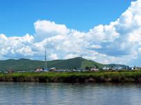 河岸村庄风景